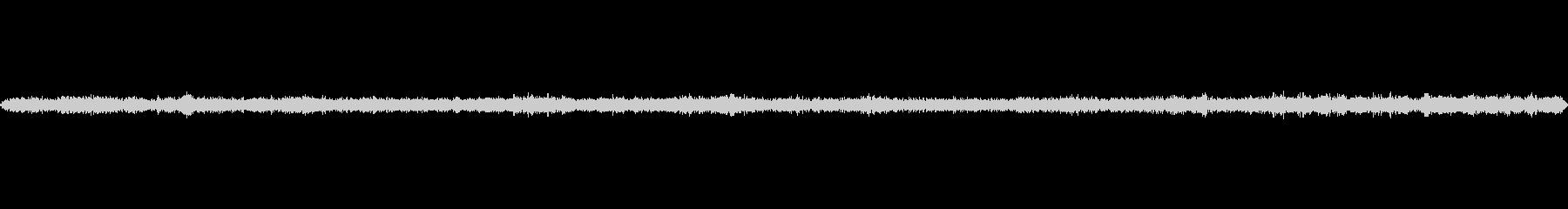 静かな階段:換気騒音と背景交通の未再生の波形