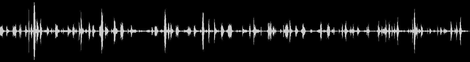 大きくて重い金属ヒンジの鳴き声の未再生の波形