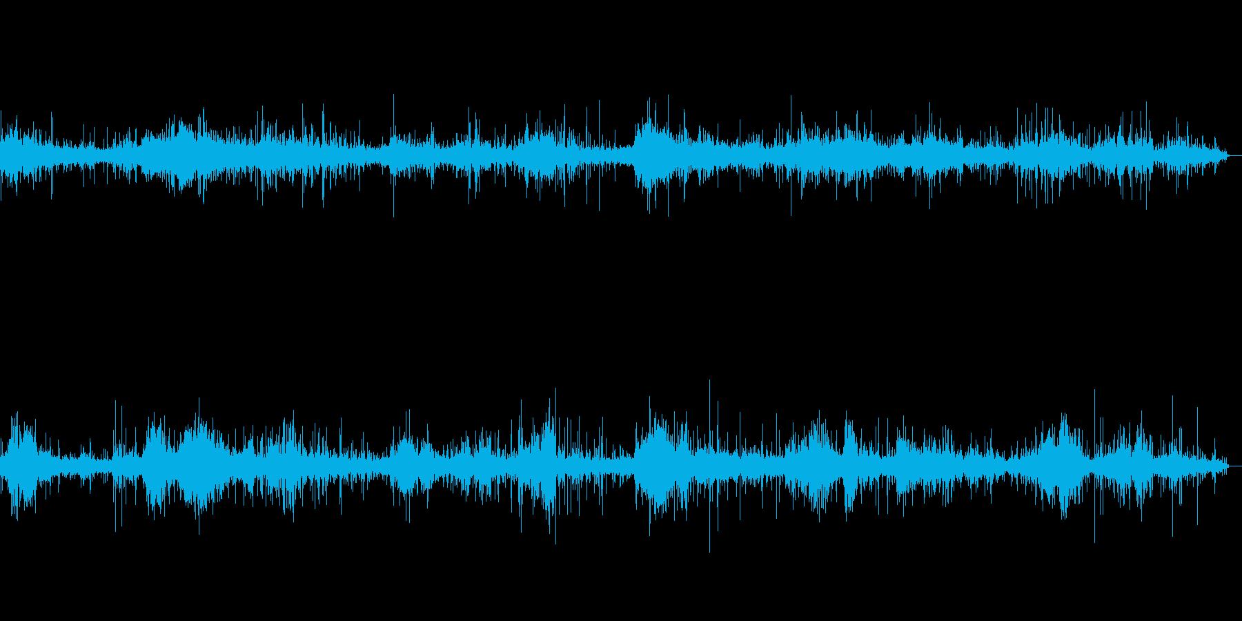 沖縄の穏やかな波打際のせせらぎ音の再生済みの波形