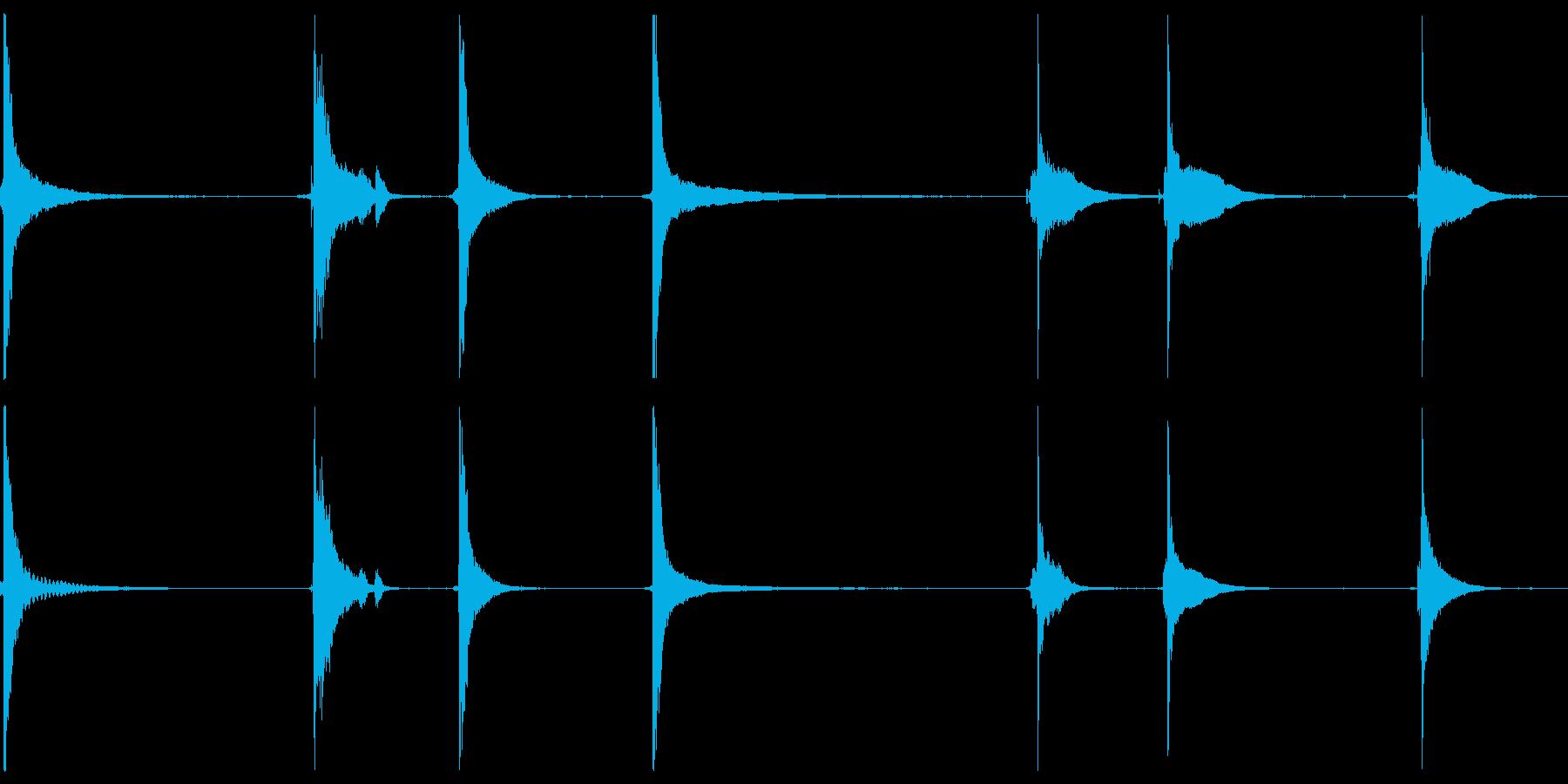 アルミニウムとスチールの打撃衝撃、...の再生済みの波形