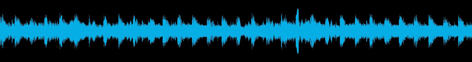 クールでスイングが効いた4つ打ちの再生済みの波形