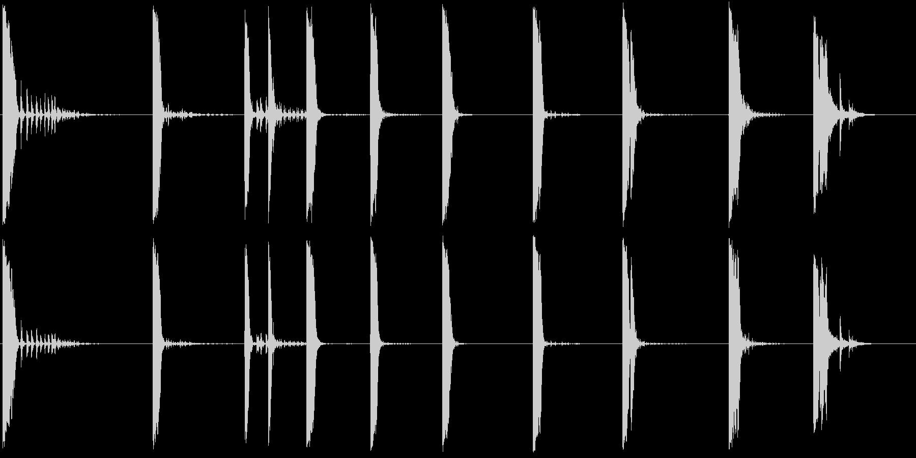 アルミニウムプレートとメタルシリン...の未再生の波形