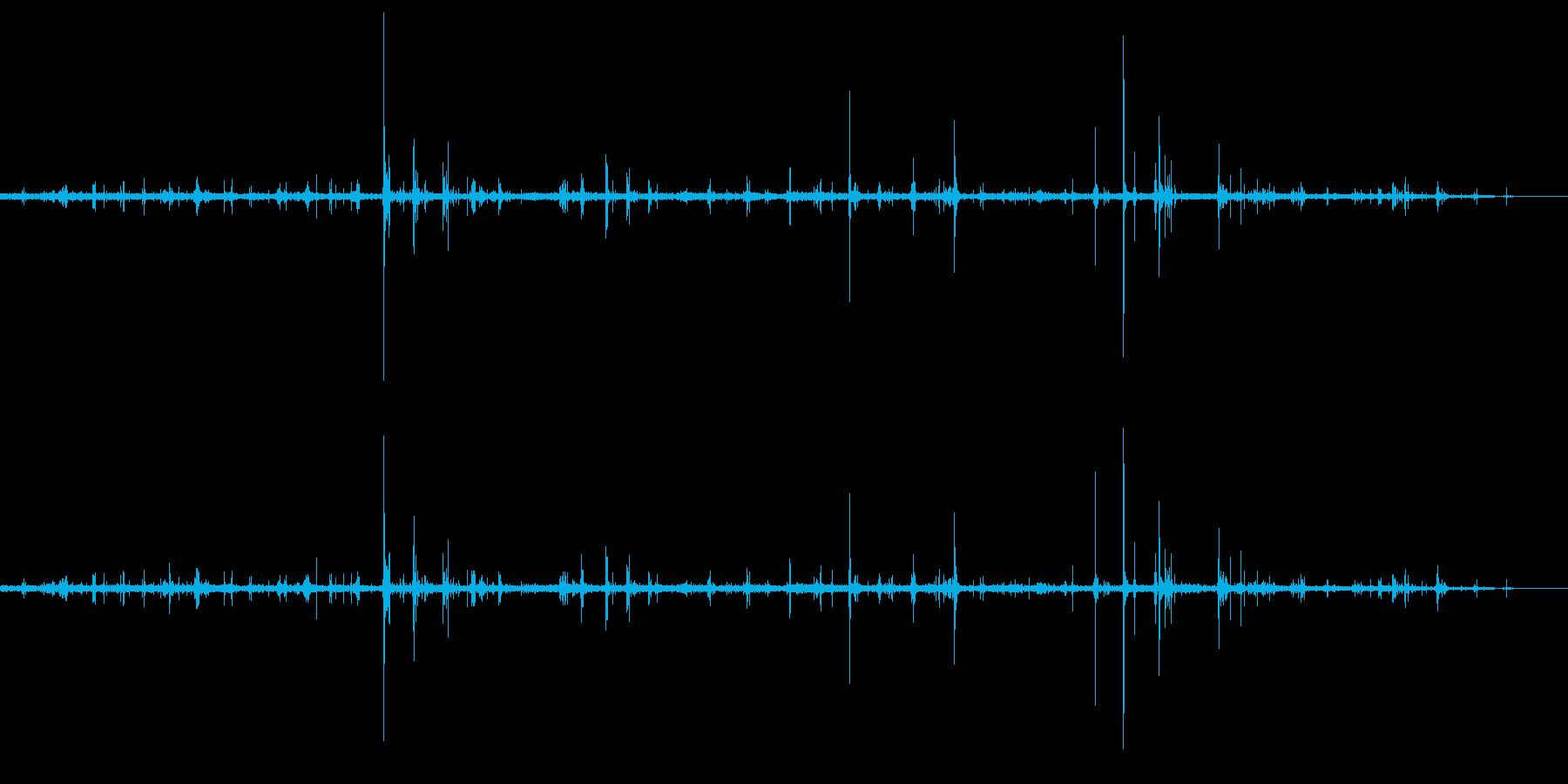 ザッザッと歩く足音の再生済みの波形