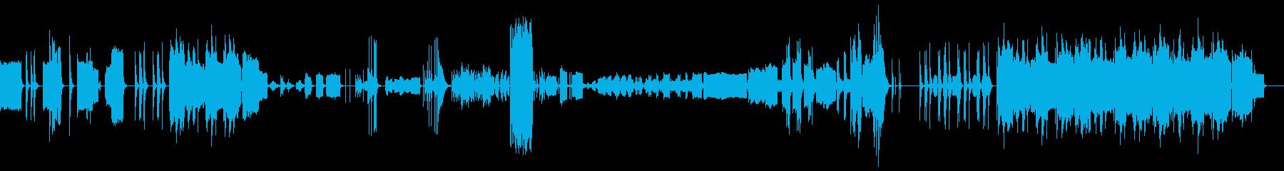 ドラマティックに展開する音楽の再生済みの波形