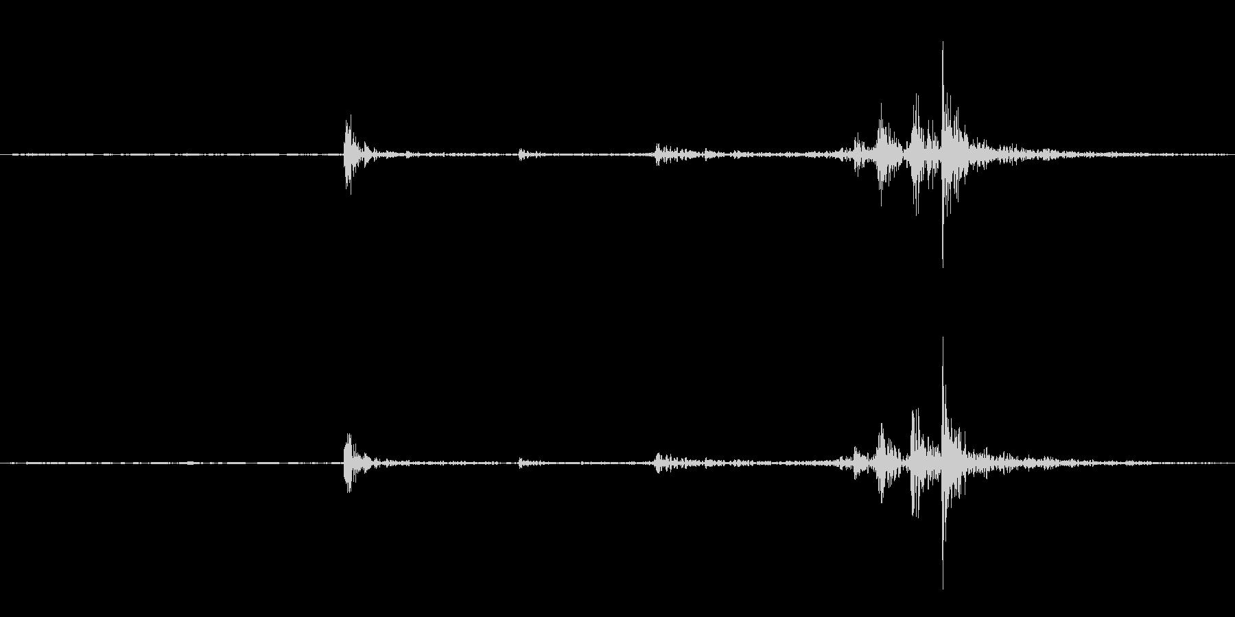 据え置き電話の受話器を取る音(ガチャ)の未再生の波形