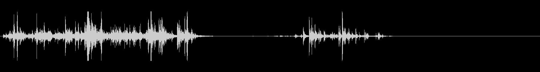 氷を掬ってコップに入れる音の未再生の波形