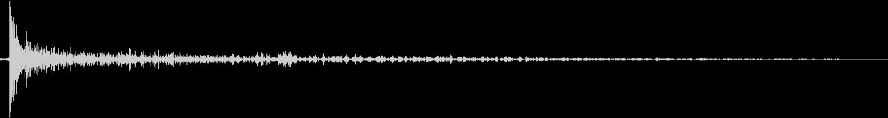床を打つ音(残響多め)の未再生の波形
