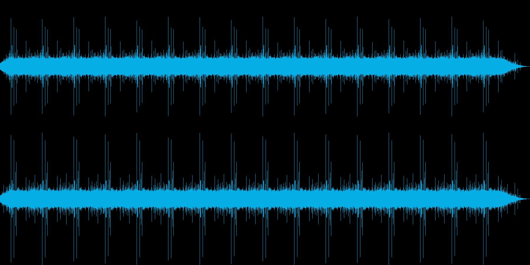 湖のほとりでレコーディングされた自然音の再生済みの波形