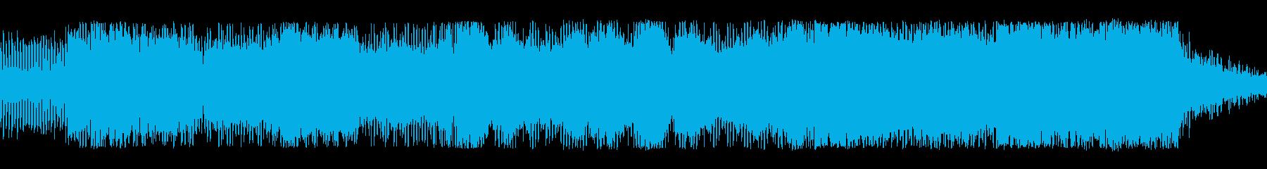 低音の連続、増幅そして解放の再生済みの波形