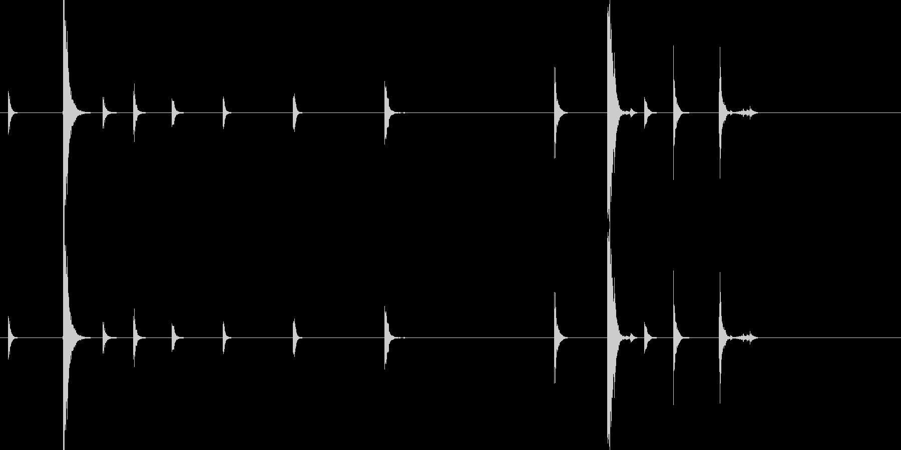 フォーク・ナイフなどを扱う音3の未再生の波形