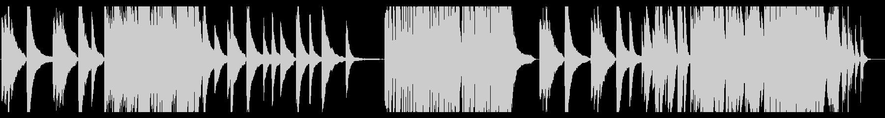 不安を煽るレトロなピアノソロの未再生の波形