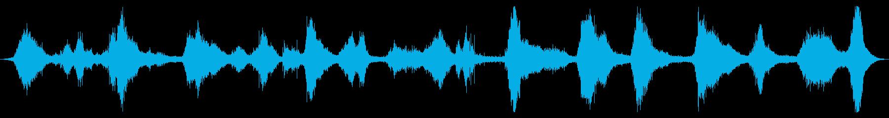 海洋:中程度の波、軽い泡、遠いボー...の再生済みの波形