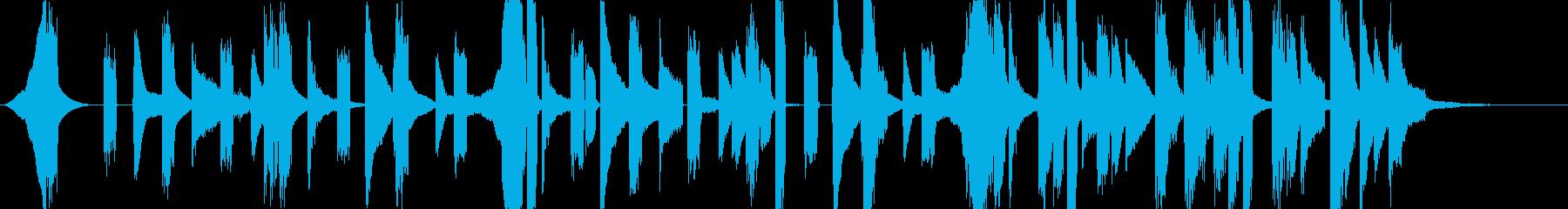 シンセとピアノによる軽快なエレクトロニカの再生済みの波形