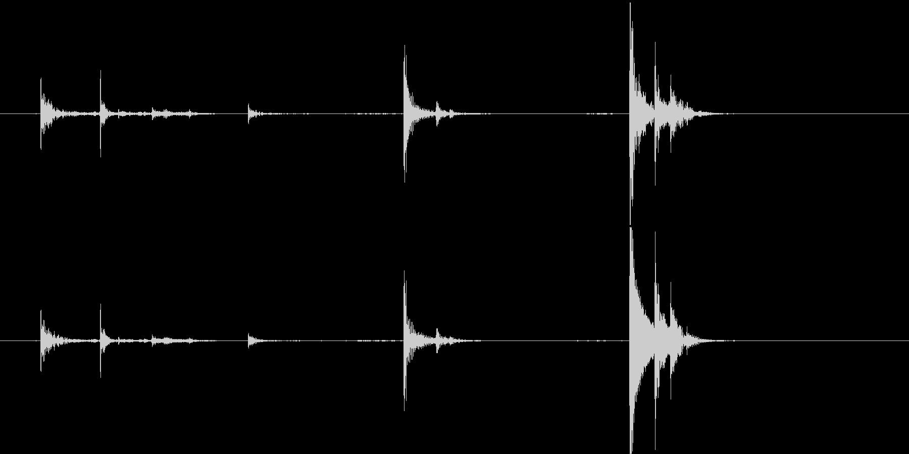 2つの固体ガラス瓶:一緒に鳴り響くの未再生の波形