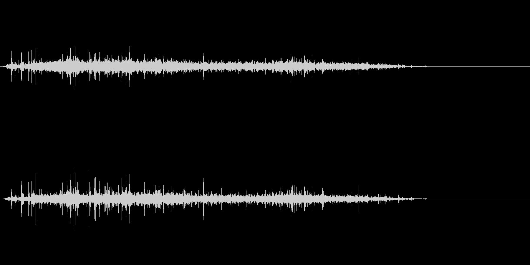 シュワーッ(炭酸飲料を注ぐ音、長め)の未再生の波形