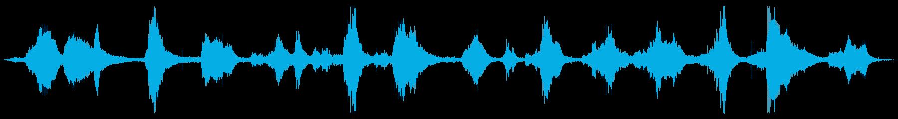 オーシャン:激しい衝突と泡で光が来る波の再生済みの波形