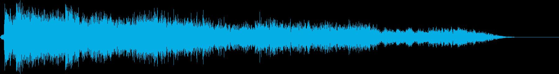 大型缶または小型金属ドラム:地面に...の再生済みの波形