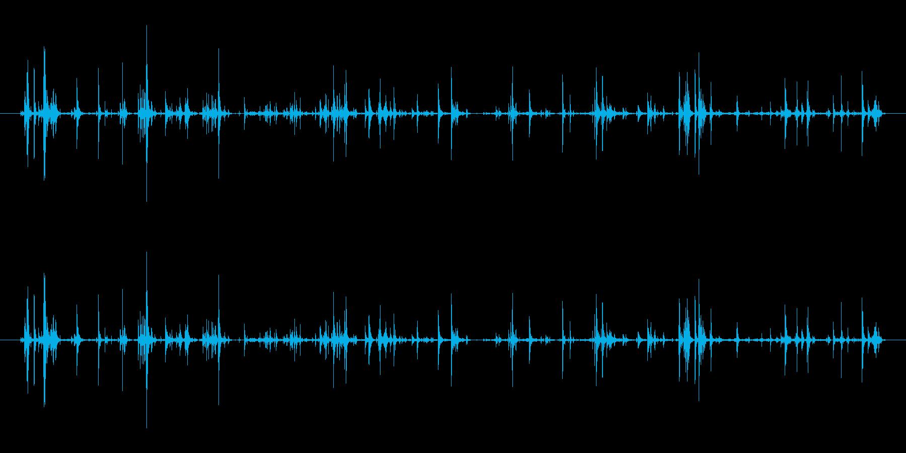 手錠の鎖など、鉄のカチャカチャ音の再生済みの波形