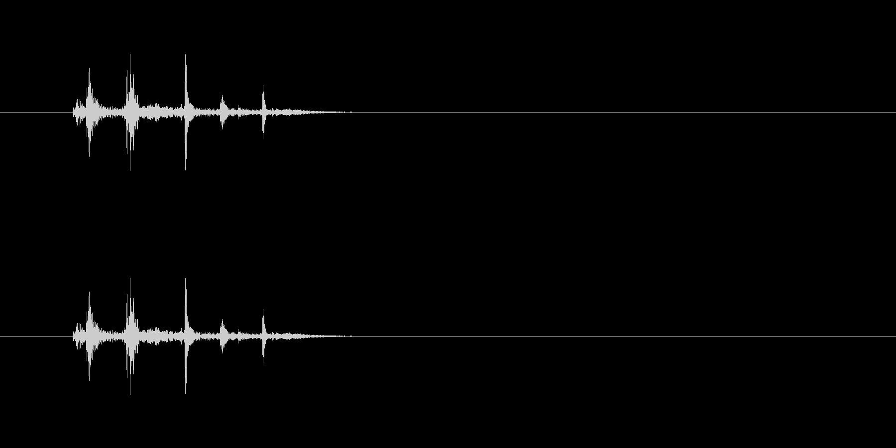 金属の物を置く音(カチャリ)の未再生の波形