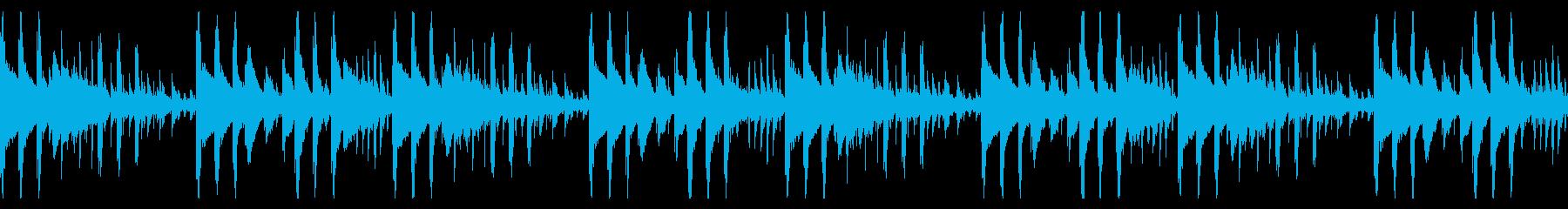 少し不気味で奇妙なピアノの曲の再生済みの波形