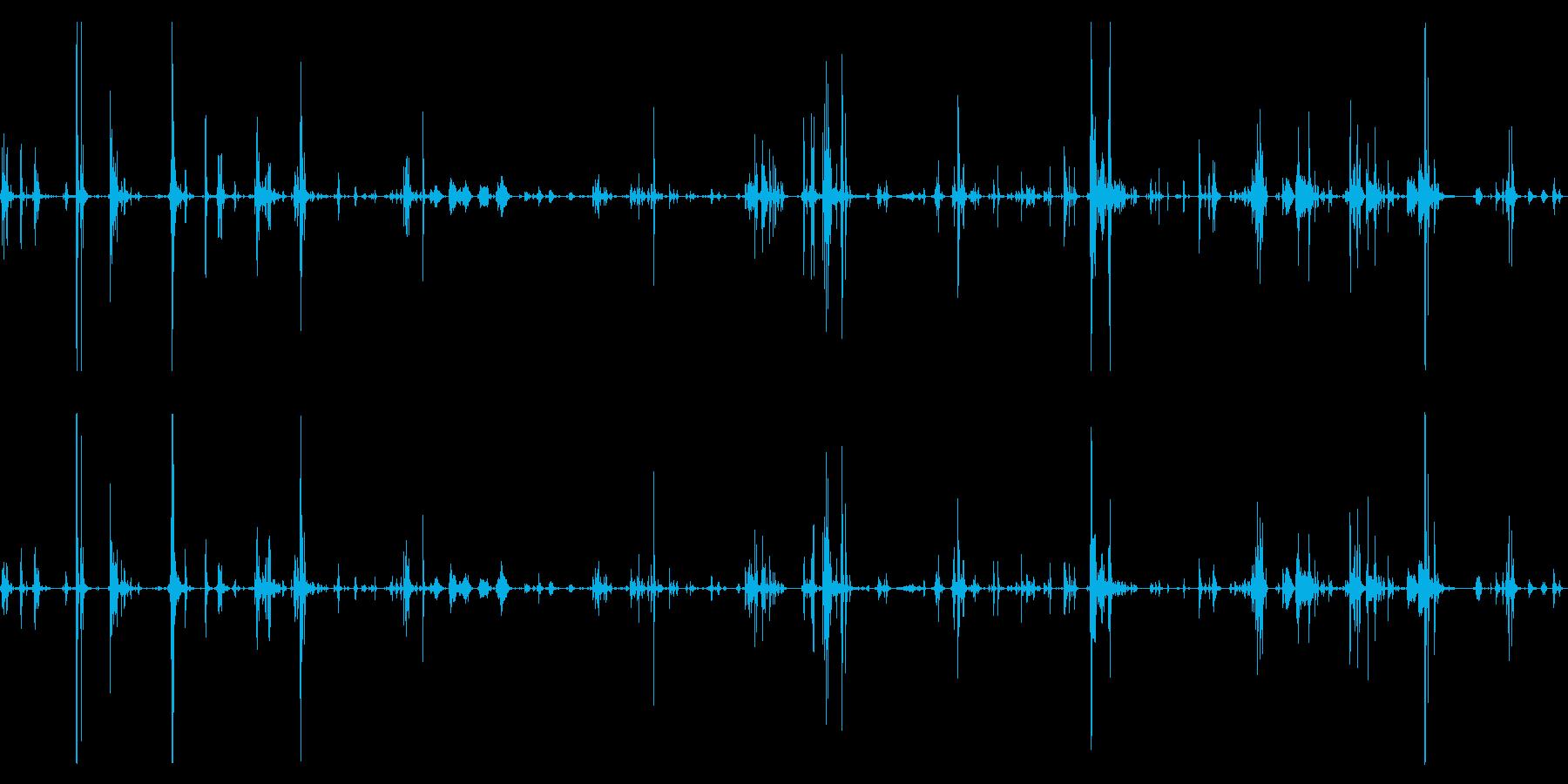 2匹の猫が走って遊んでいる音などの再生済みの波形