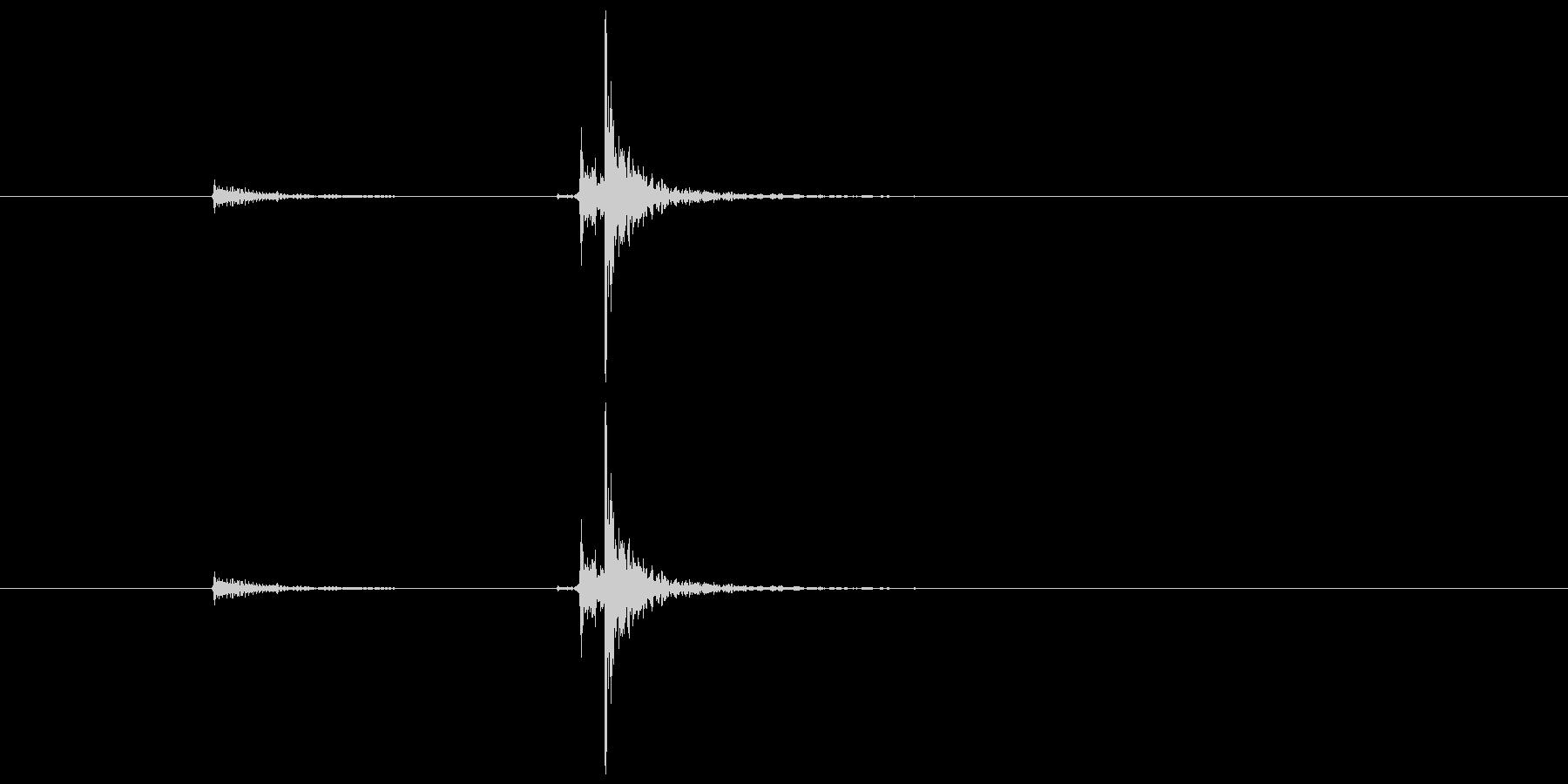 ドアの閉まる音6「カチャン」の未再生の波形