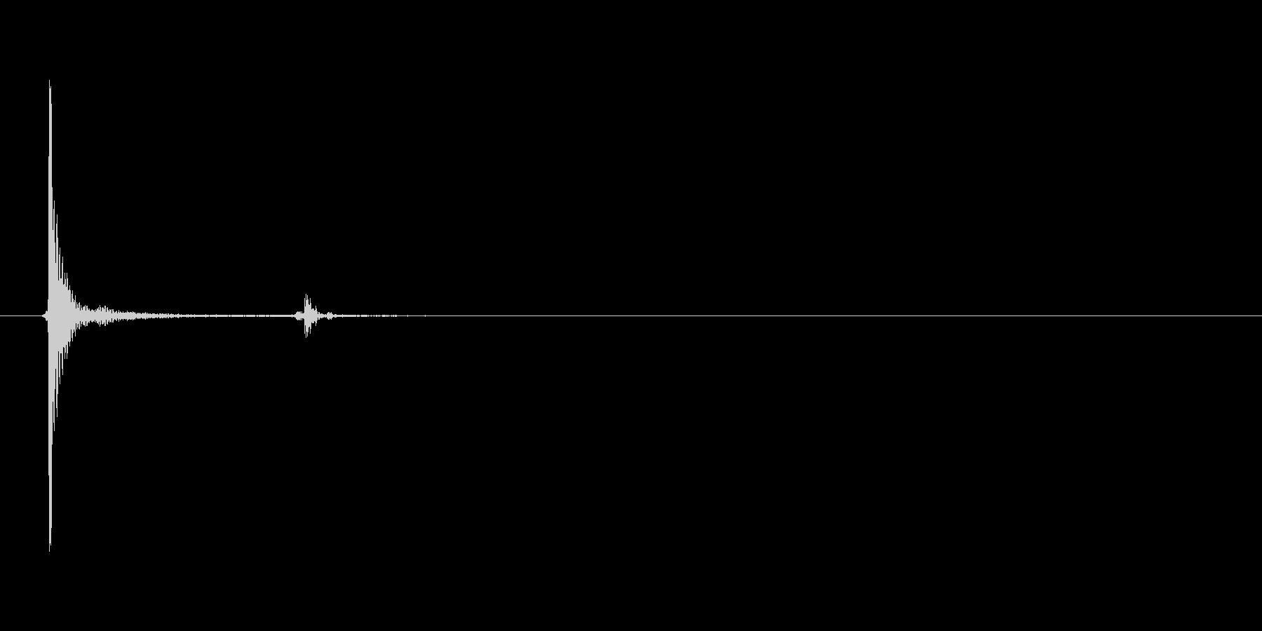 カチッと照明のスイッチを押す音_その2の未再生の波形