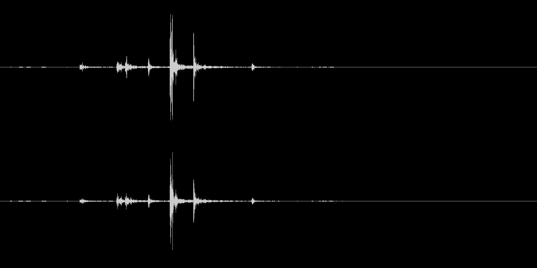 据え置き電話の受話器を置く音(ガチャン)の未再生の波形