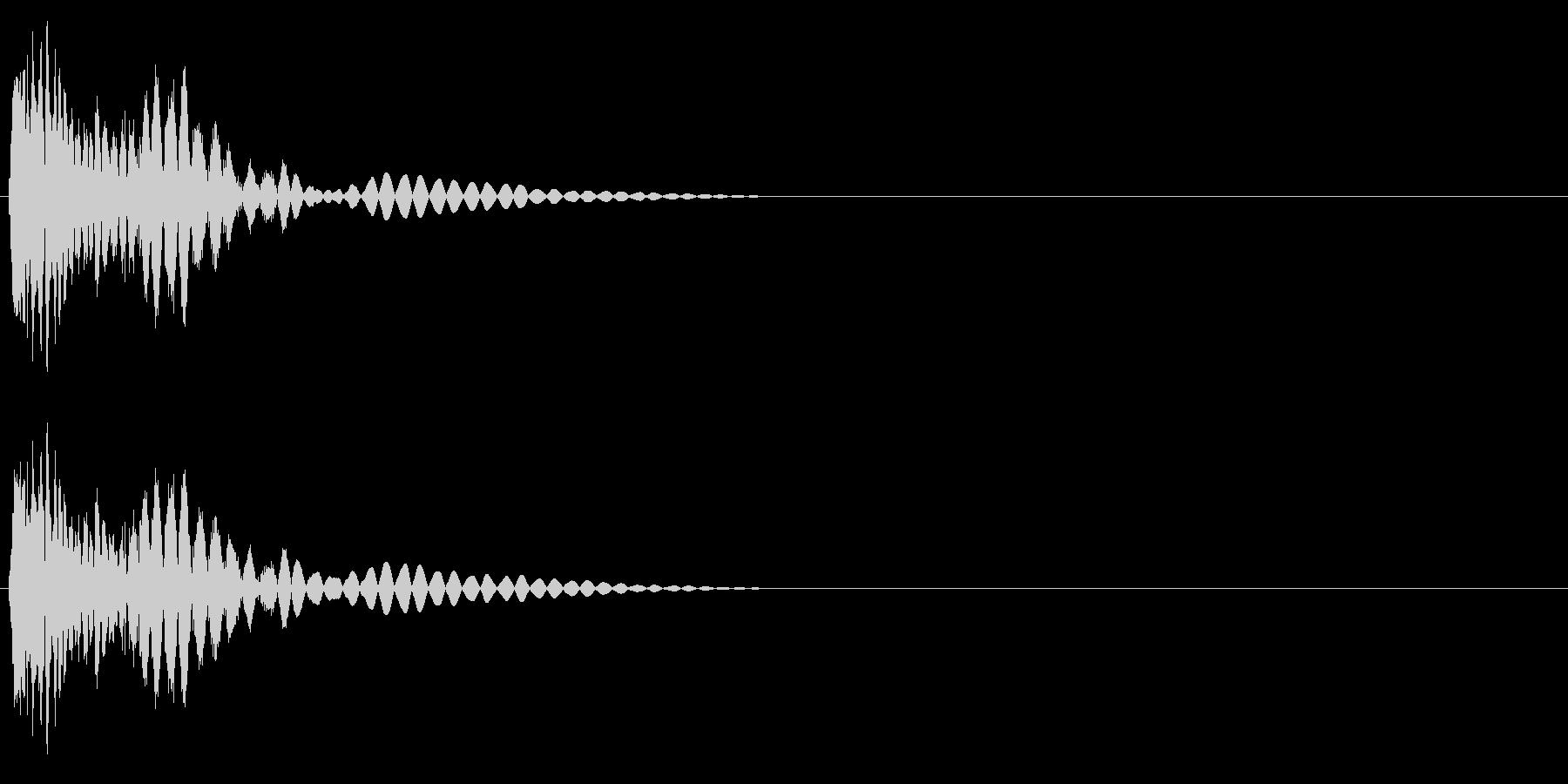 ビシッ(パンチ・打撃音)の未再生の波形