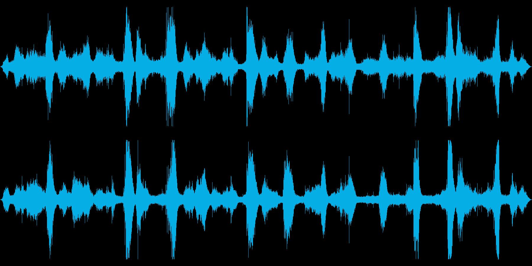 オーシャン:波が中程度の大きさで、...の再生済みの波形