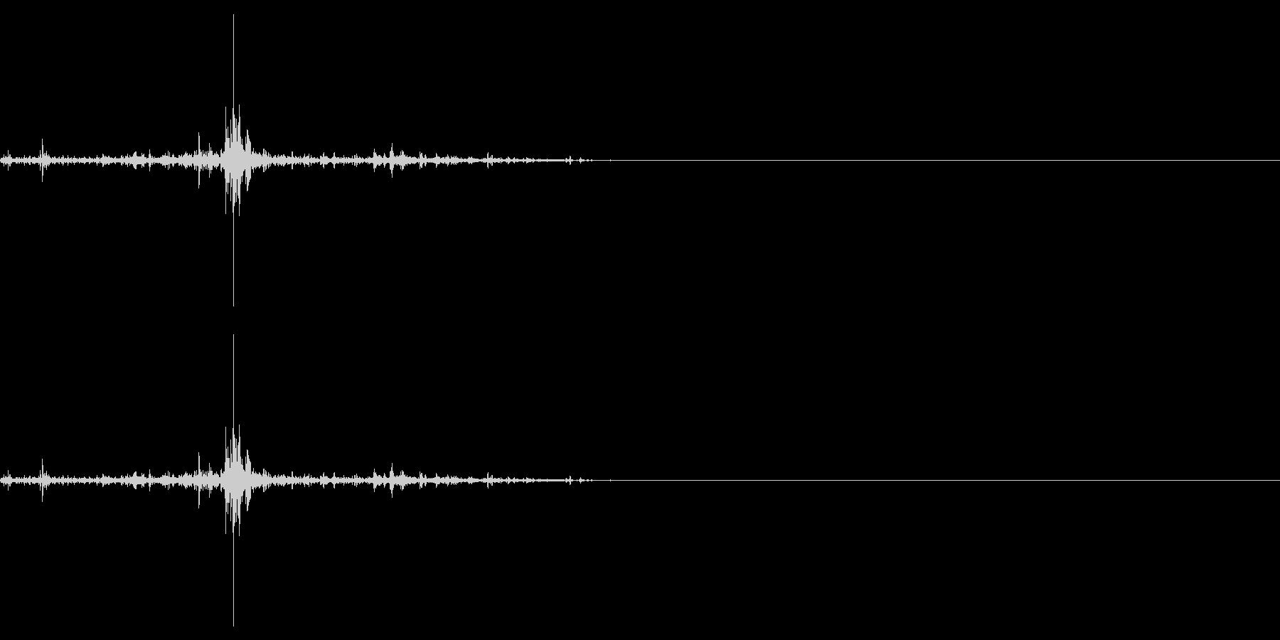 水たまりを歩くような足音_単発の未再生の波形