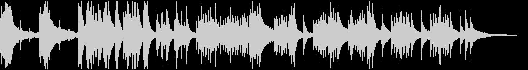 徐々に明るくなる神秘的なピアノソロの未再生の波形