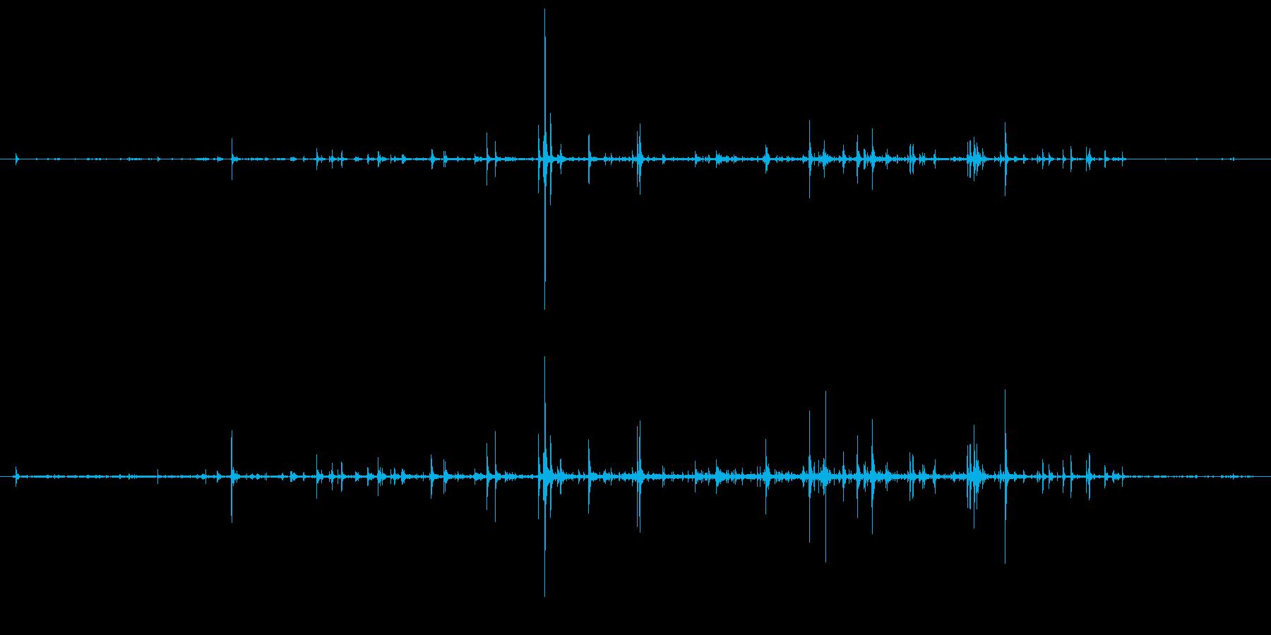 石 中規模地すべり01の再生済みの波形