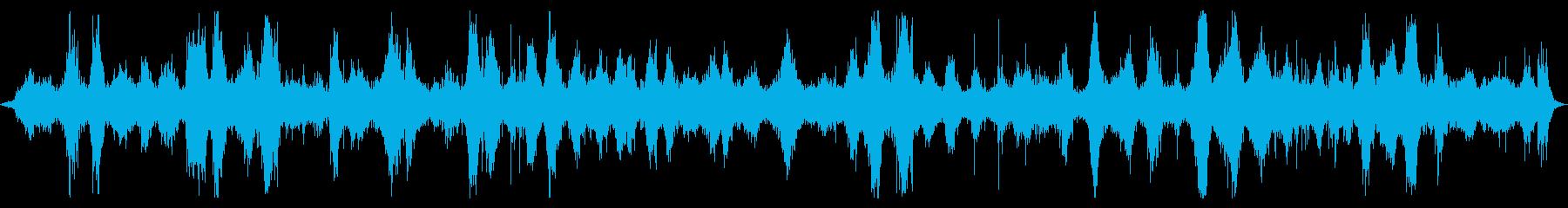 オーシャン:波が岩の上を流れる中程...の再生済みの波形