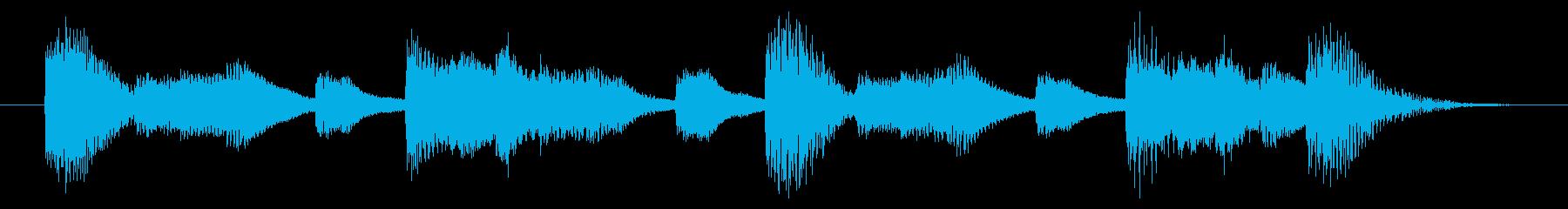 明るく歯切れの良いピアノジングル 5秒の再生済みの波形