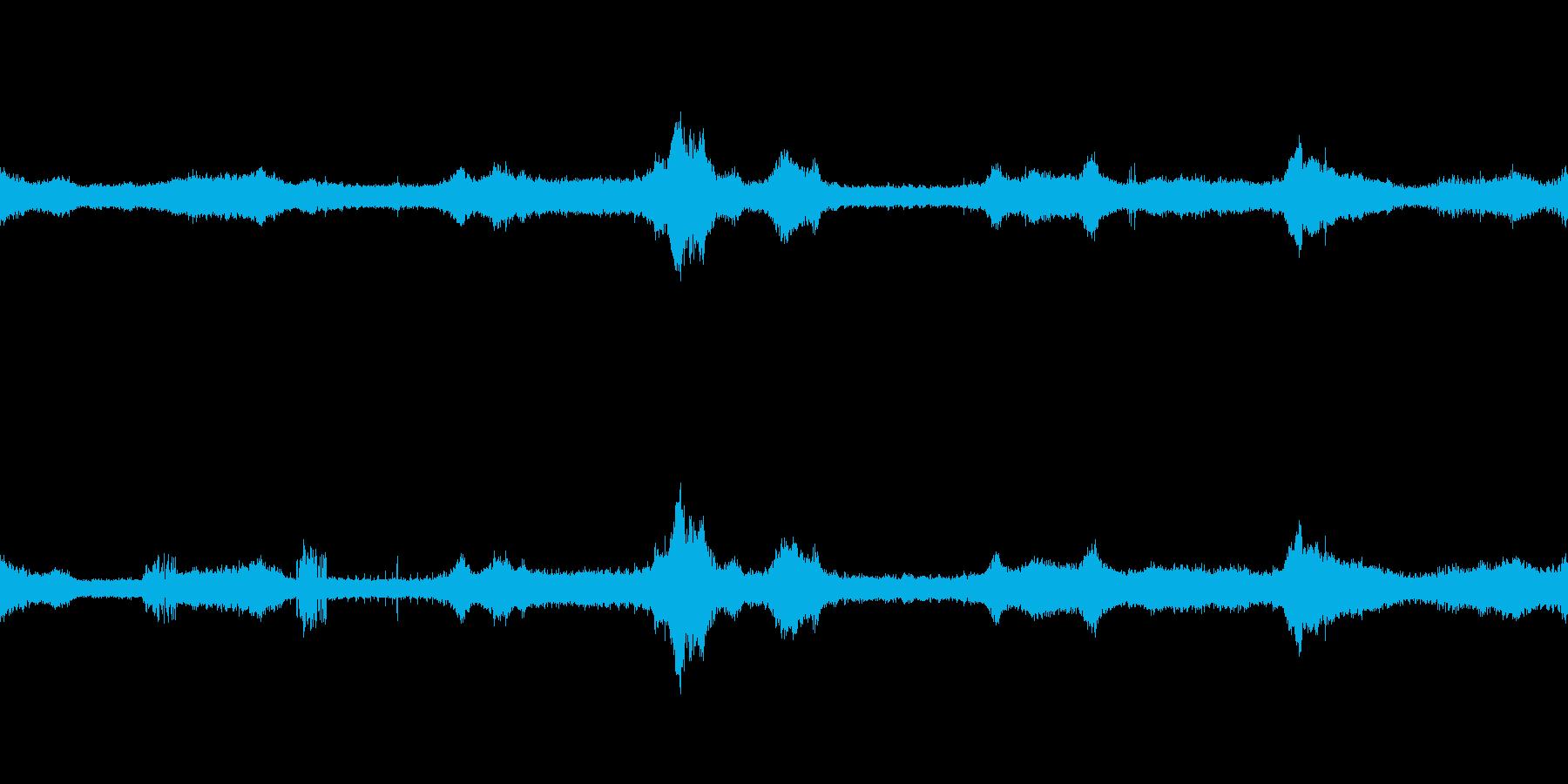 蝉の声、鳥の声、トラックの音などの再生済みの波形