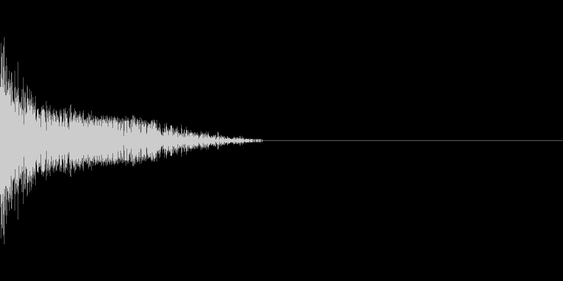 バシッと重い張り手のような音の未再生の波形