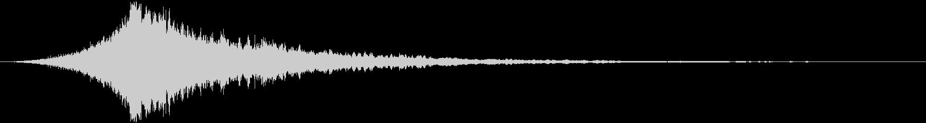 映画のタイトルロゴ(ダーク・ホラー)の未再生の波形