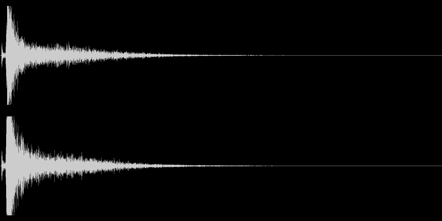 【生録音】側溝の金属の蓋を踏みつける音の未再生の波形