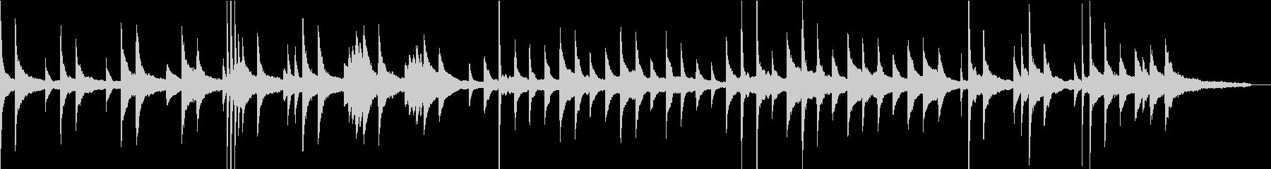 静かな朝の湖で聴くピアノの未再生の波形