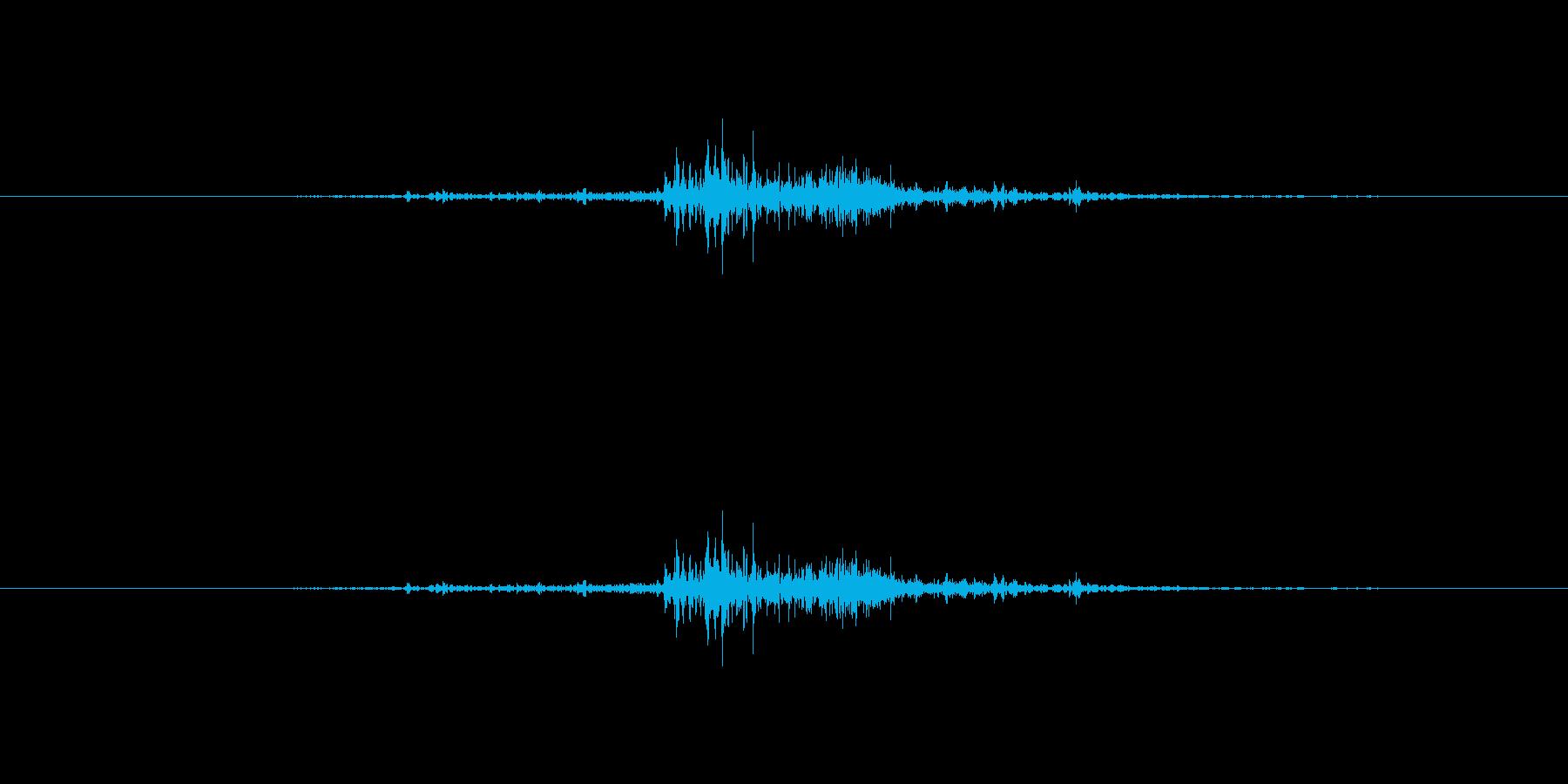 バサッと空手着が擦れる音1【生録音】の再生済みの波形
