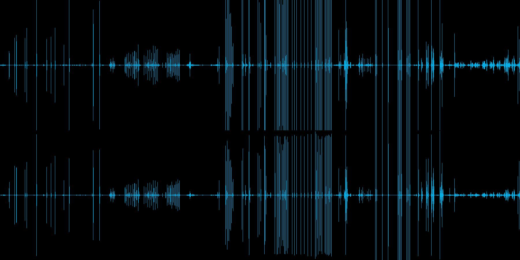 木製の机やスプーンを触る音の再生済みの波形