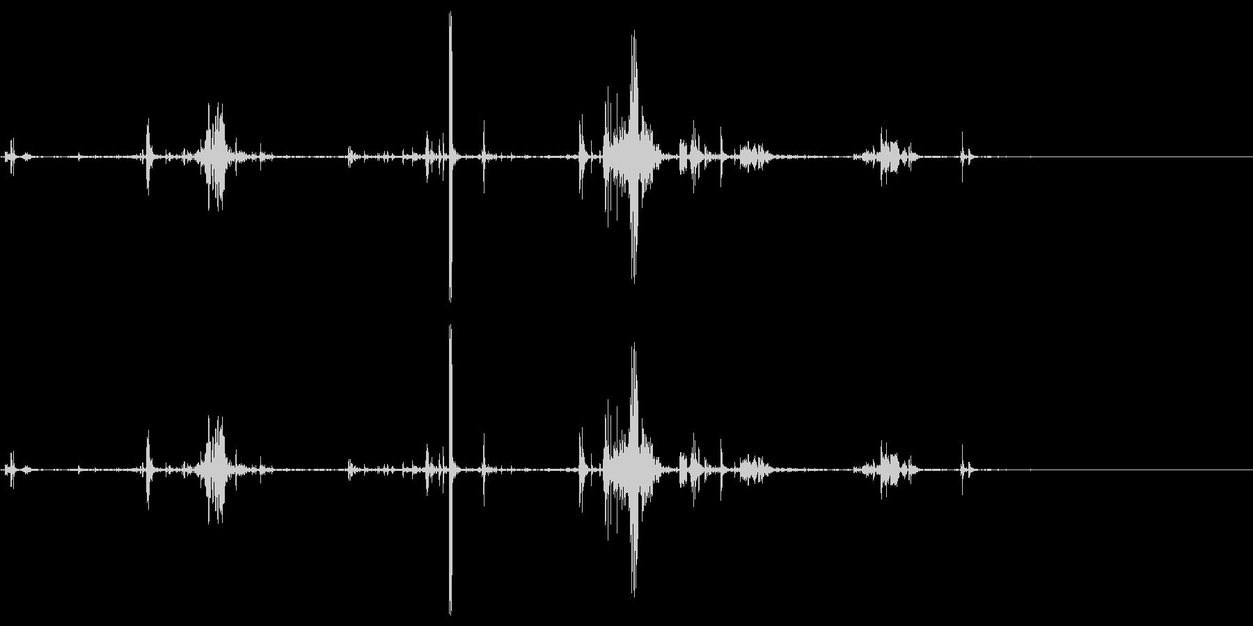 ズルリと何かが落ちる音の未再生の波形