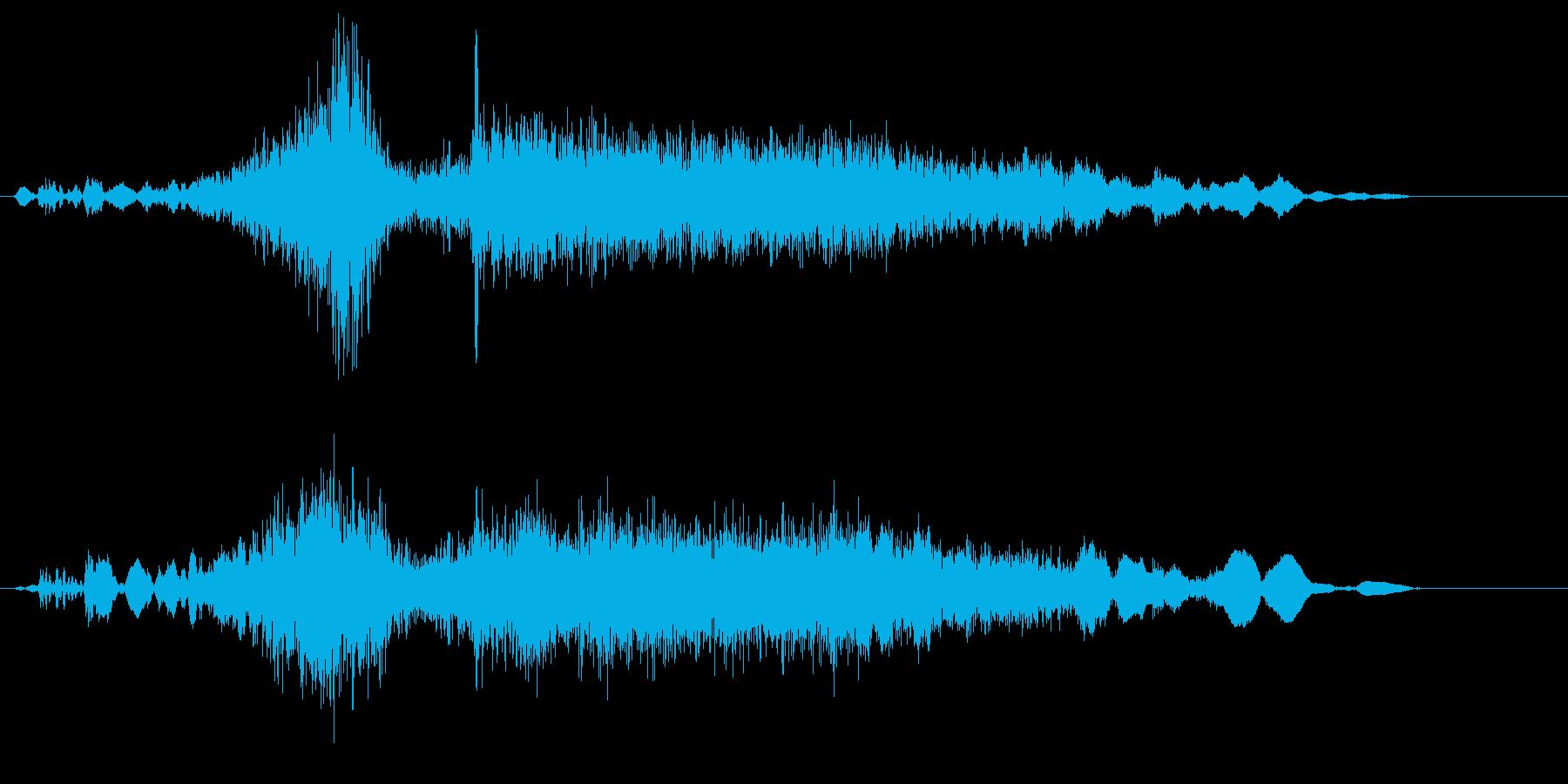 勢いよくお米を注ぐ音の再生済みの波形