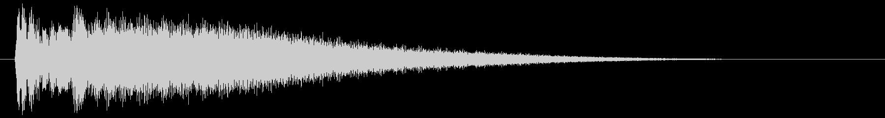 チーン(金属を叩いたときの高音)の未再生の波形
