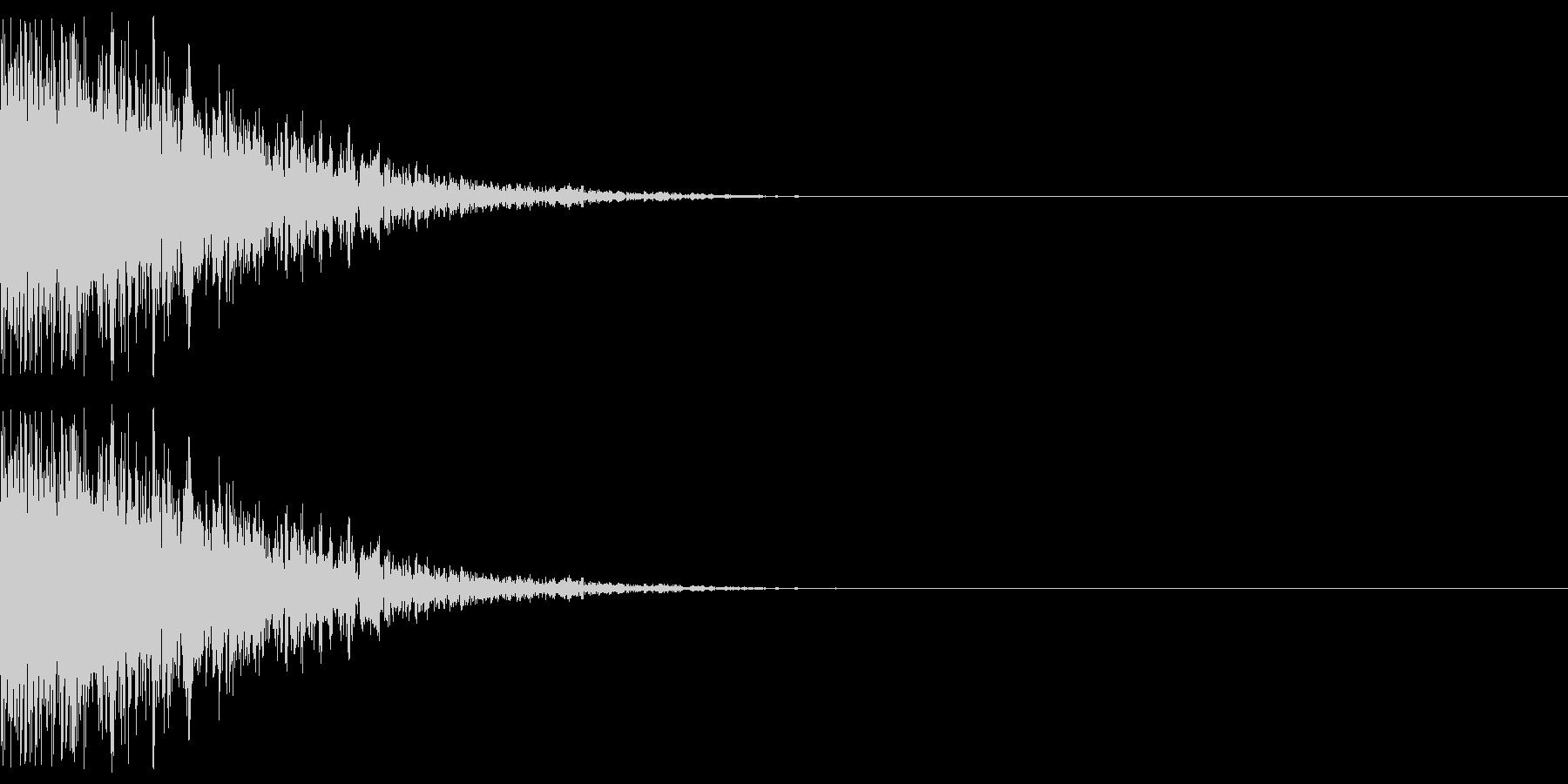 ドーン(爆発する音)の未再生の波形