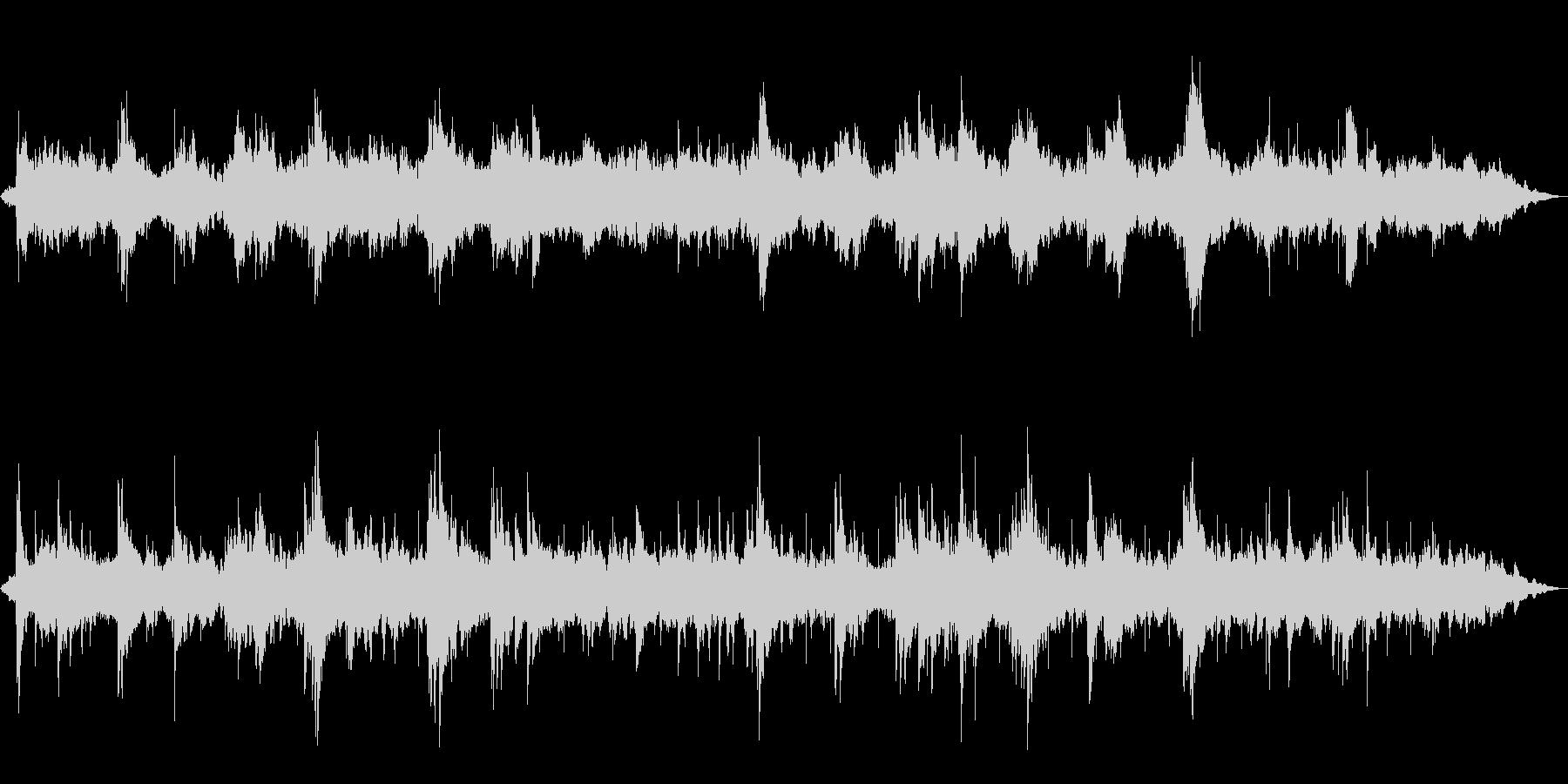 広がりあるアンビエントピアノの未再生の波形