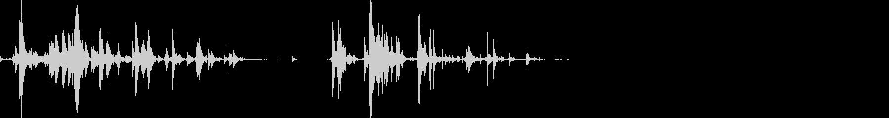 カリコリ(スナックを食べる音)の未再生の波形