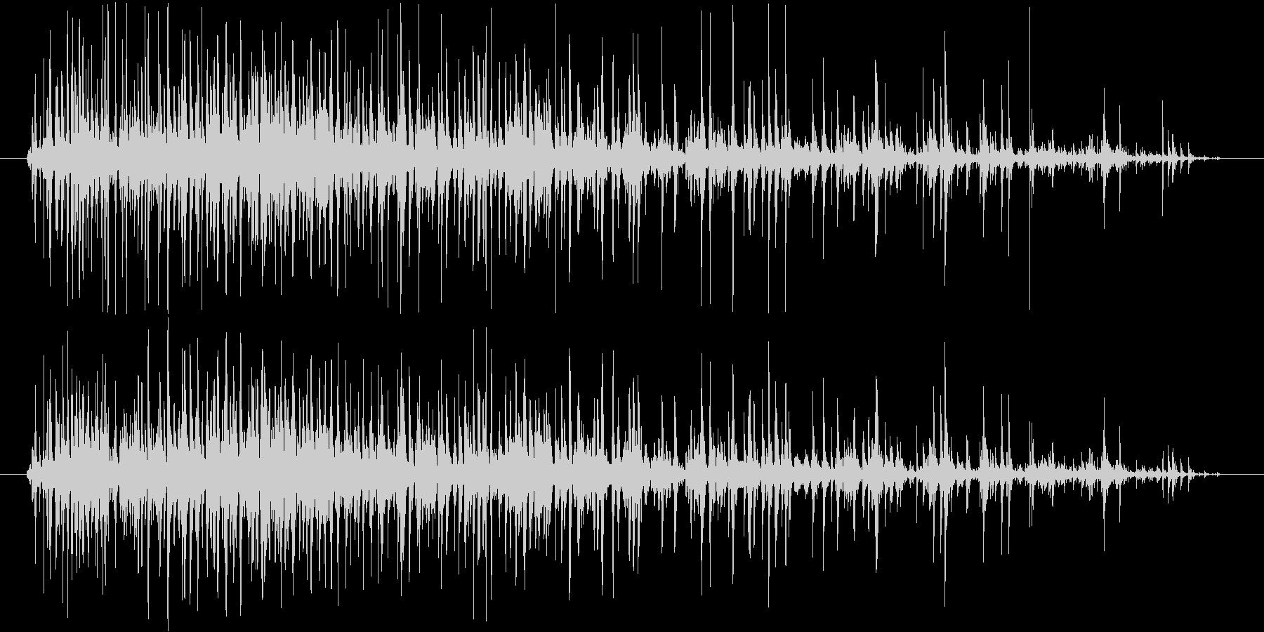 コポコポコポ…(飲み物を注ぐ音、長め)の未再生の波形