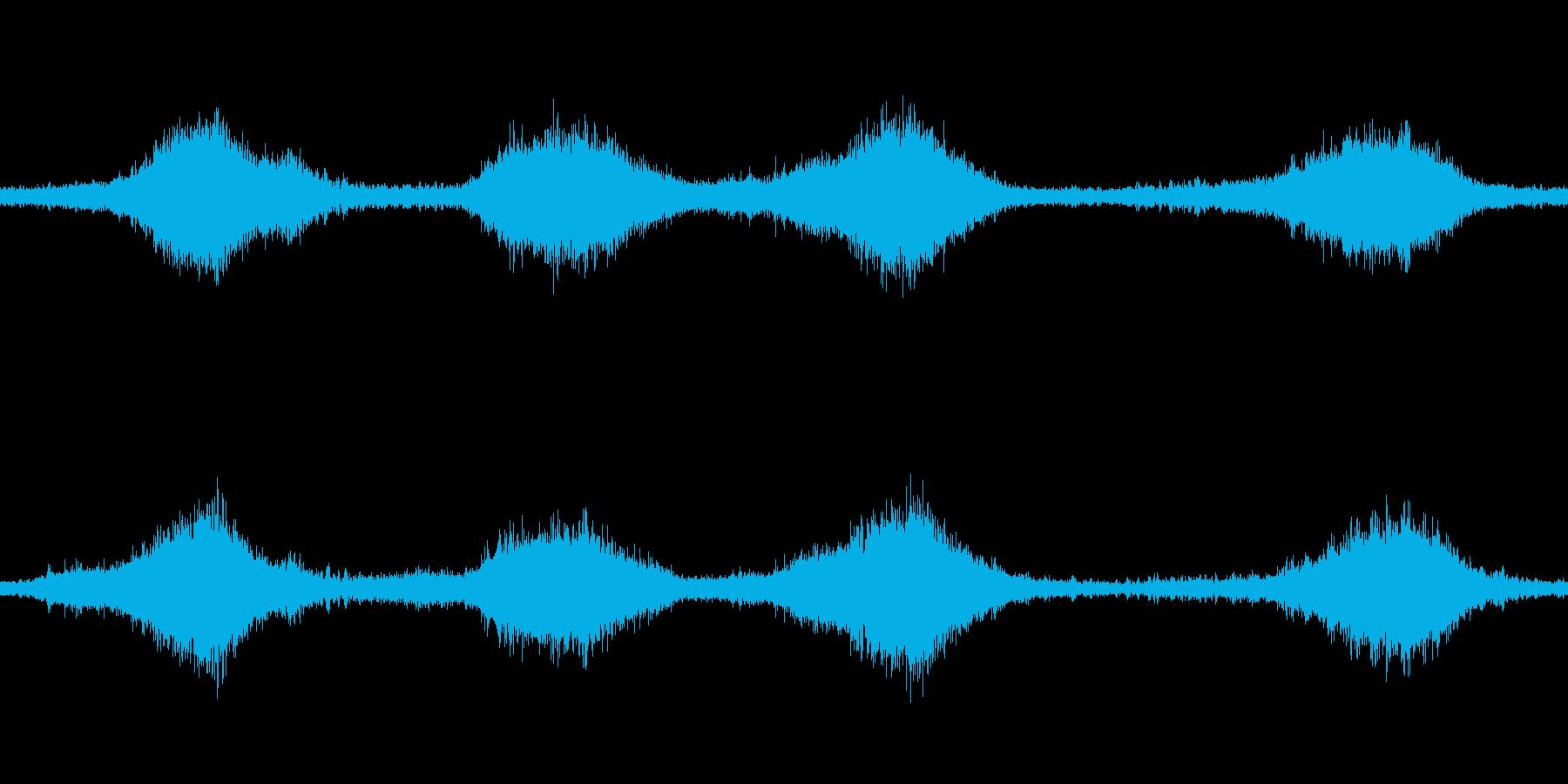 砂浜に打ち寄せる波の音の再生済みの波形